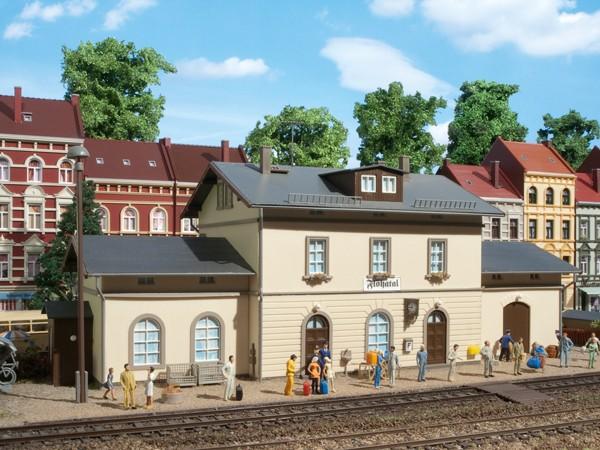 """Auhagen 11368 H0-Modellbausatz, """"Bahnhof Flöhatal"""""""