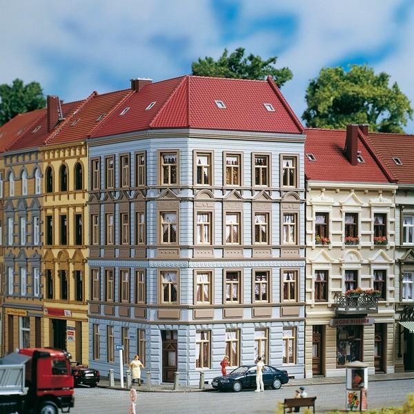 "Auhagen 11391 H0-Modellbausatz, (Mehrfamilienhaus) - Eckhaus ""Schmidtstrasse 11"""