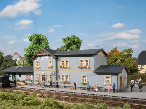 """Auhagen 11329 H0-Modellbausatz, """"Bahnhof Radeburg"""""""