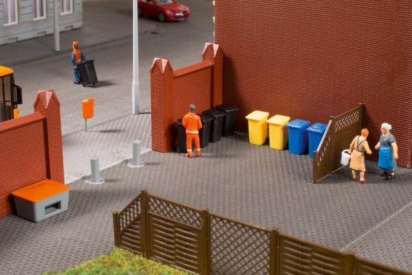 Auhagen 41649 H0-Ausschmückung-Zubehör, Mülltonnen mit Zubehör