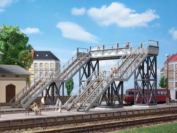 """Auhagen 11363 H0-Modellbausatz, """"Fußgängerbrücke"""", über 2-gleisige Strecken"""