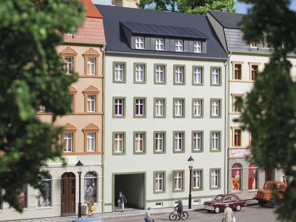 Auhagen 13337 TT-Modellbausatz, Stadthaus Markt 3