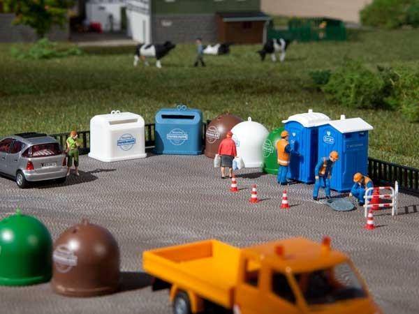 Auhagen 42593 H0/TT-Ausschmückungs-Zubehör, Mobiltoiletten, Recycling-Container