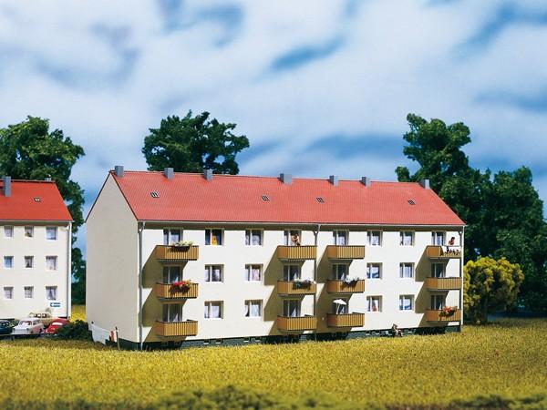 Auhagen 13332 TT-Modellbausatz, Mehrfamilienhaus