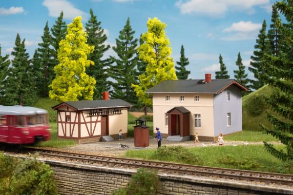 Auhagen 11457 H0-Modellbausatz, Bahnwärterwohnhaus mit Nebengebäude