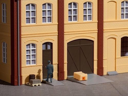 Auhagen 80251 H0-BauKastenSystem / Bauteile: Tore und Türen braun, Stufen, Rampen