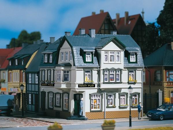 Auhagen 12255 H0/TT-Modellbausatz, Eckhaus Irish Pub