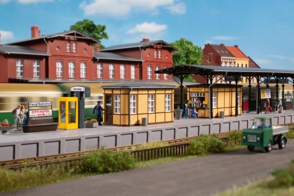Auhagen 11452 H0-(Modellbausatz)/Ausgestallung, Bahnhofsausstattung, ab der Epoche II