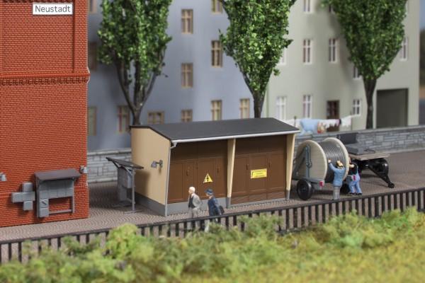 Auhagen 13338 TT-(Modellbausatz)/Ausgestaltung, Trafostation mit Zubehör