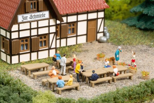Auhagen 44650 N-Ausgestaltungs-Zubehör, Bänke, Tische